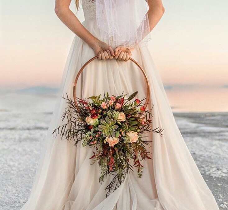 Ramo de novia circular para bodas en la playa